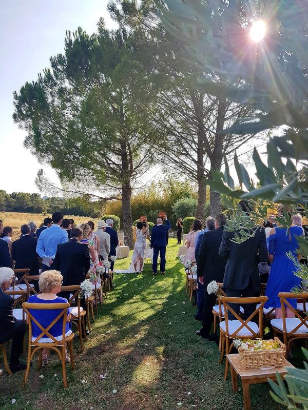 Une Cérémonie de Mariage à Proximité d'Avignon