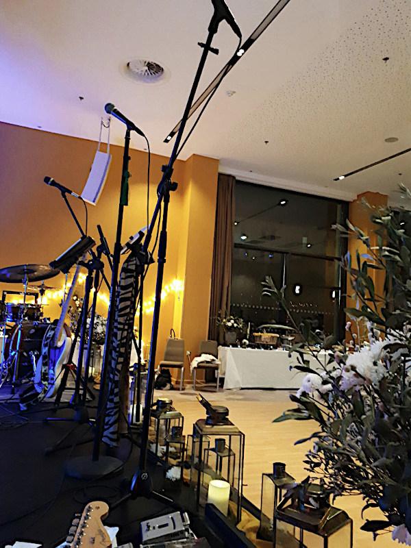 Vue de la Scène salle de réception Hôtel Renaissance Aix en Provence, Prestation Musicale du Groupe, Animation Mariage